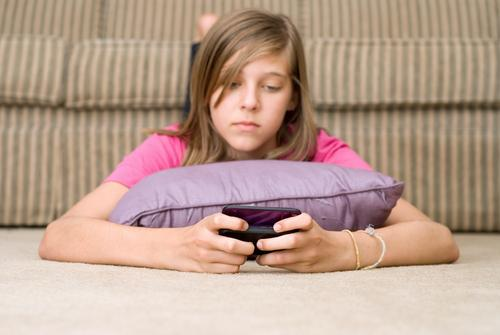 Cell Phones For Tweens: Tips On When and Why